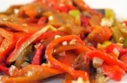 Receta de pimientos rojos confitados con ajos tiernos