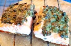 Receta de salmón con salsa de eneldo y alcaparras