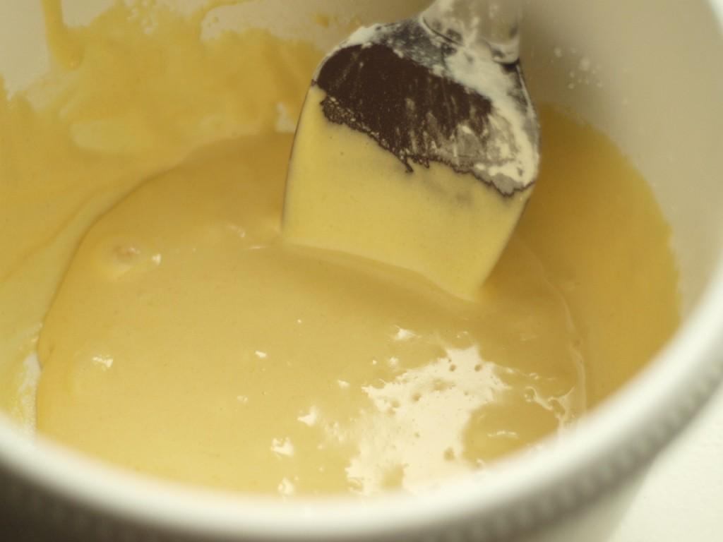 yemas, azúcar, harina y maicena