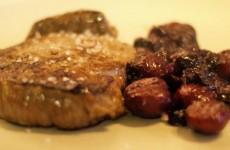 Receta de solomillo con salsa de frutos rojos y castañas