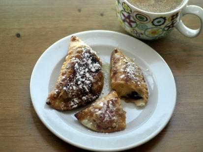 Receta de empanadillas con crema pastelera, frutos rojos y sirope de arce
