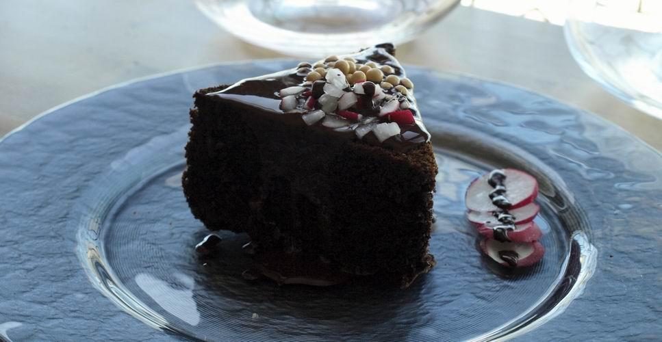 Receta de pastel de chocolate negro con rabanos
