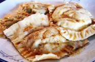 Raviolis de shiitake con salsa de mantequilla oscura