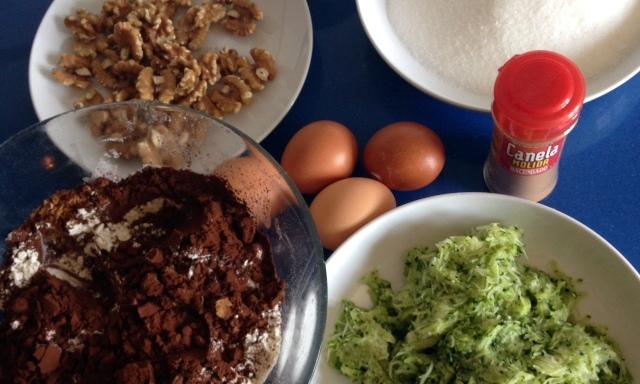 Tarta chocolate y calabacín con crema de queso
