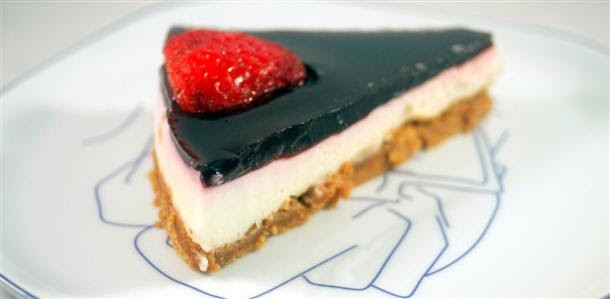 White chocolate cake with cherry wine cover and small fruits